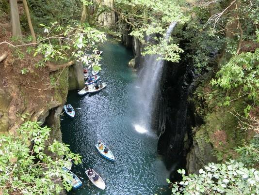 travel-takachiho-valley-boat
