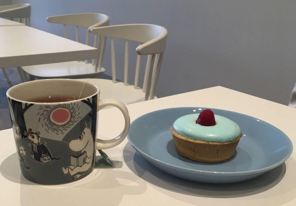 cake-with-arabia-mag-tea