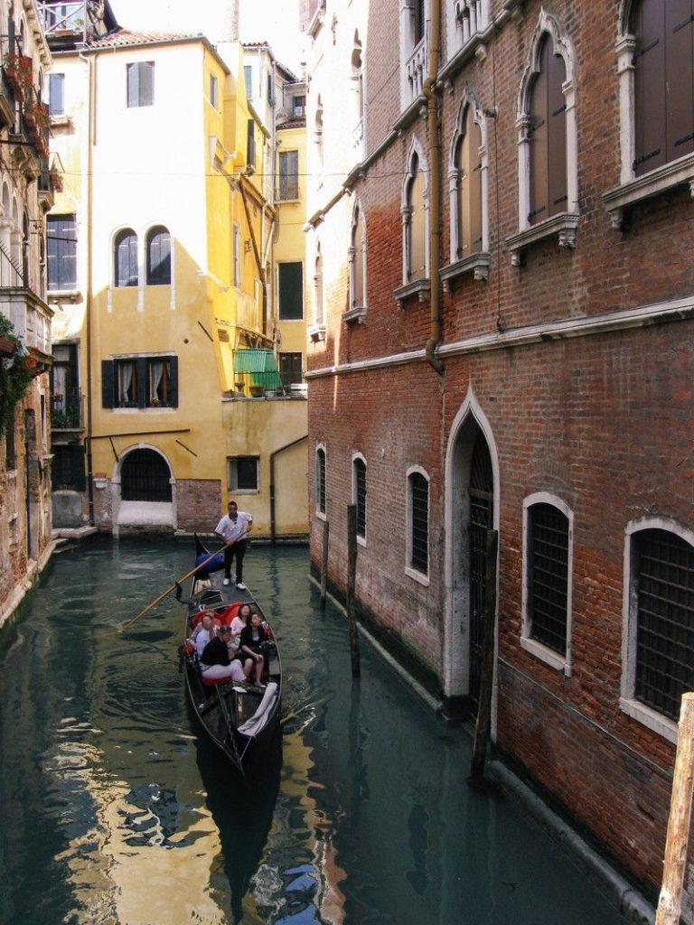 five-person-in-venetian-gondola-with-gondolier