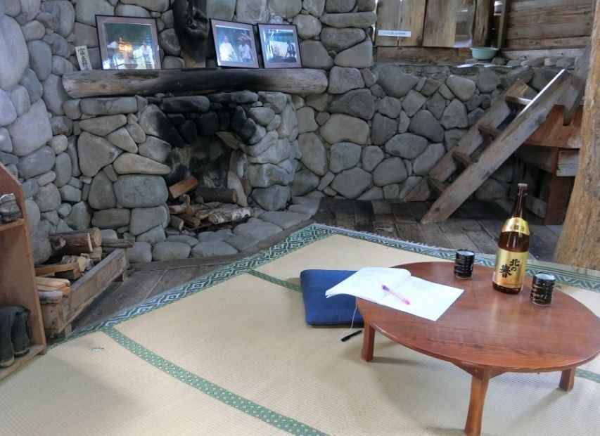 goro-house-table