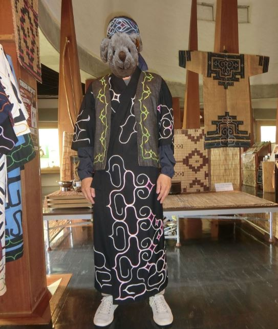 kyssyaro-ainu-dress-men