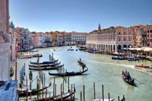 venetia-gondola-and-lagoona