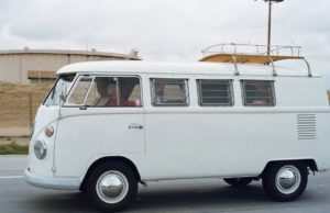 old-pesons-riding-volkswagen-t2